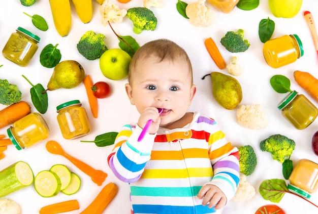 Babyvoedingpuree met groenten en fruit