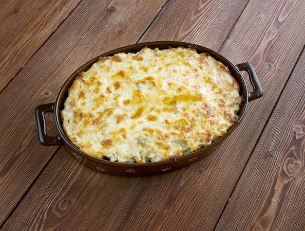Bacalhau com natas - visschotel met aardappelen. portugese keuken