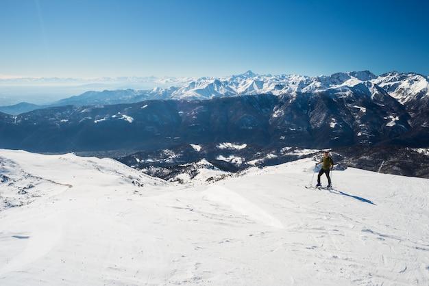 Back country skiën in schilderachtige alpine omgeving