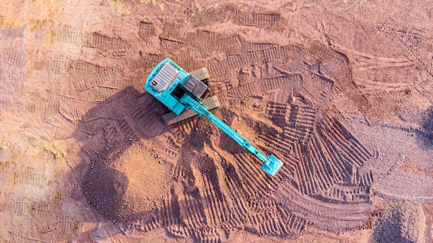 Backhoe werkt op de bouwplaats.