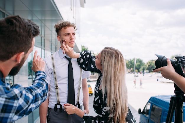 Backstage fotografie stylist teamwork lifestyle fotoshoot concept