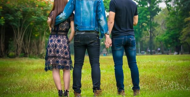 Backview van drietal liefde
