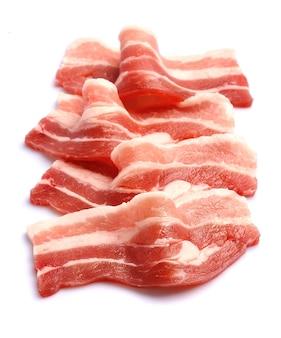 Bacon geïsoleerd op een witte achtergrond