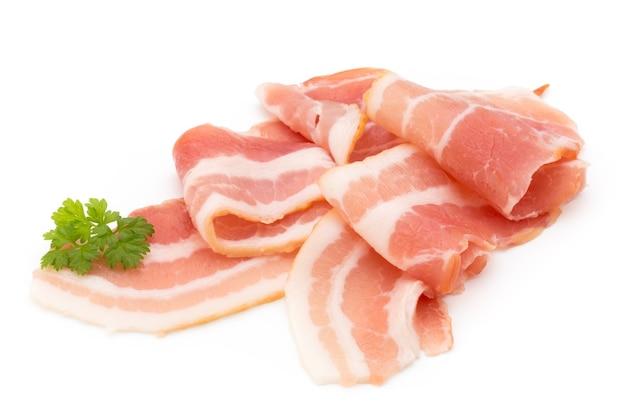 Bacon geïsoleerd op wit. delikatese eten.