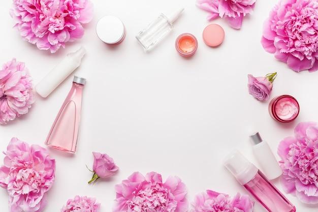 Bad- en spa plat leggen, pioenbloemen huidverzorgingsproducten