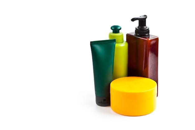 Badcosmetische producten die op wit worden geïsoleerd