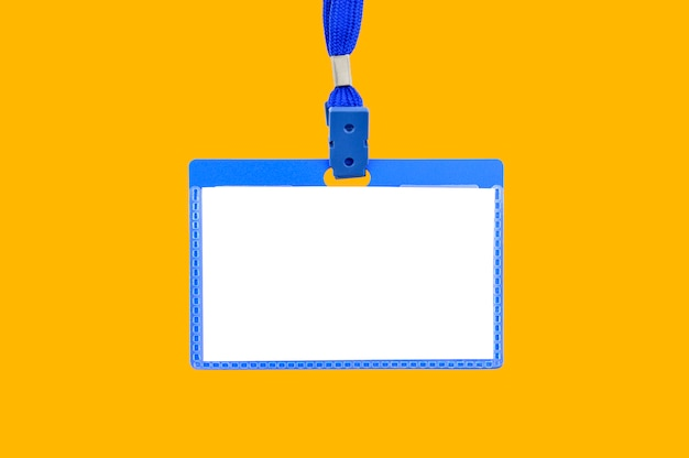 Badge op een gele achtergrond
