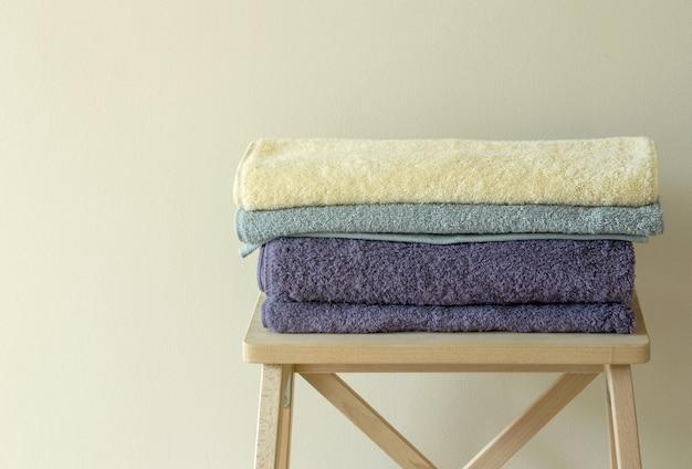 Badhanddoek op tafel
