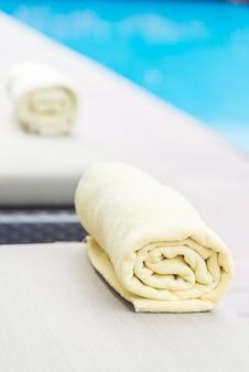 Badhanddoek op zwembadstoel