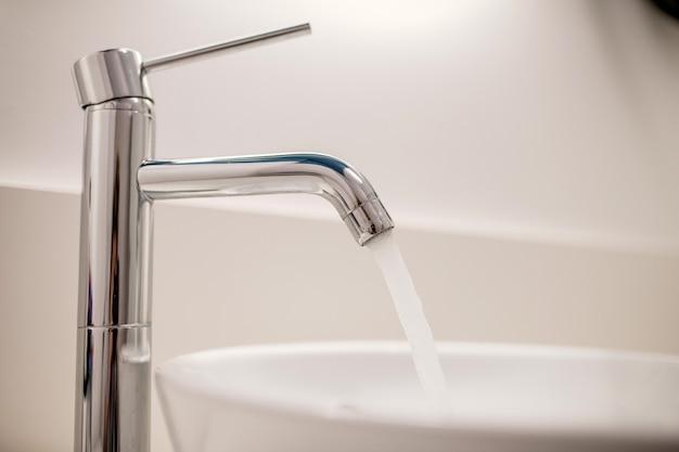 Badkamer water kraan gezondheidsbescherming