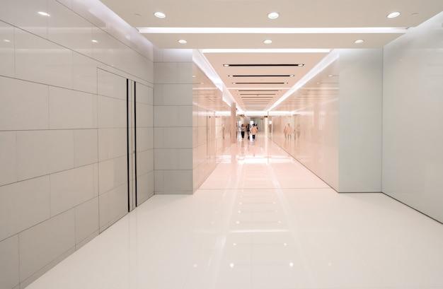 Badkamers binnenlandse ruimte in winkelcomplex