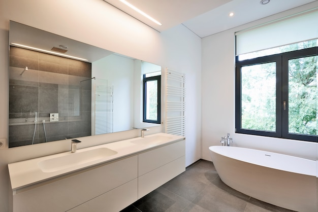 Badkuip in corian en kraan