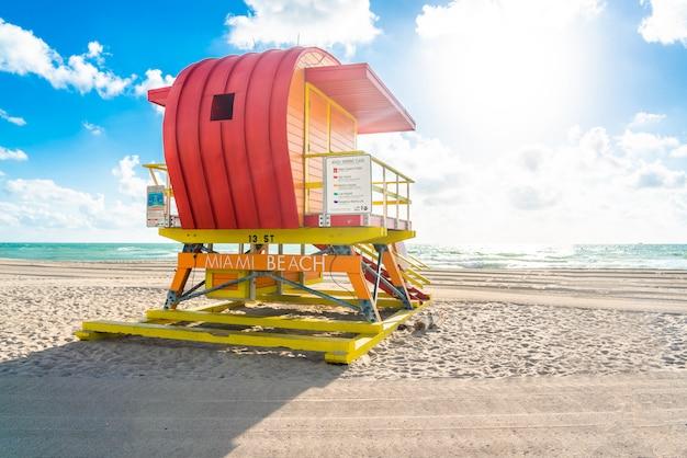 Badmeesterpost in het strand van miami, florida, amerika, de vs