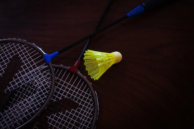 Badmintonracket en plastic shuttle