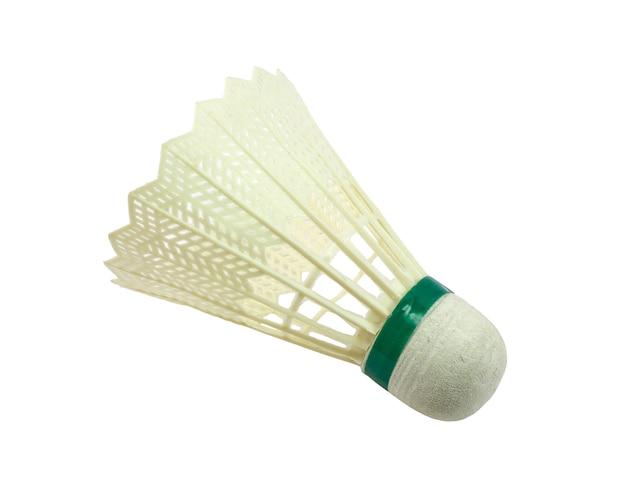 Badmintonshuttle geïsoleerd op een witte achtergrond