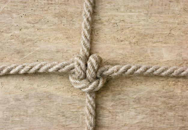 Badrand van touw op een houten achtergrond