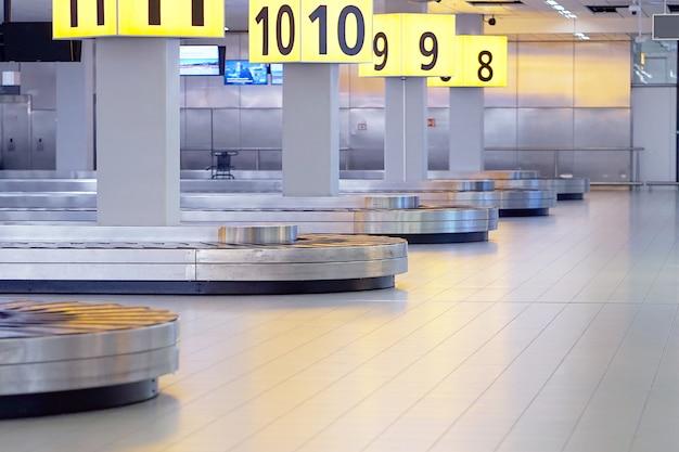 Bagage afhalen. abstracte bagagelijn.