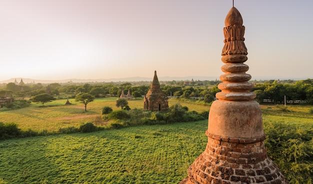 Bagan tempels bij zonsondergang, myanmar