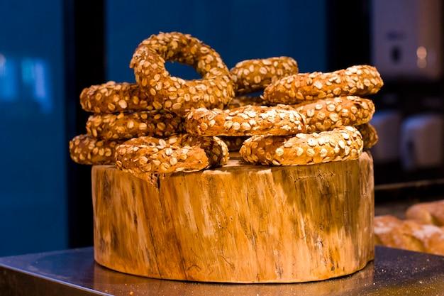 Bagels met vlokken. turkse turkse broodjes