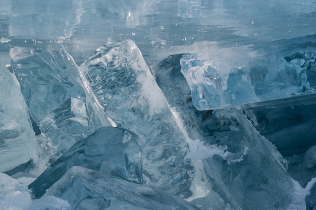 Baikalmeer tegen de winter in siberië