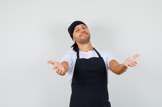 Baker man armen openen voor knuffel in t-shirt