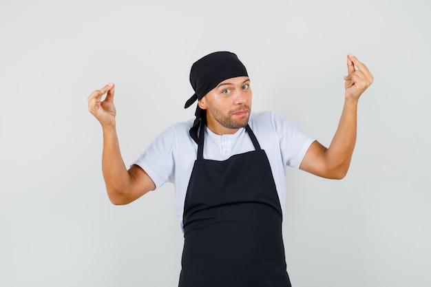 Baker man doet meditatie gebaar in t-shirt