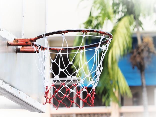 Baketbalring en nylon net