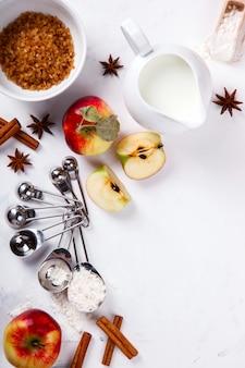 Bakken achtergrond. ingrediënten voor het bakken van appeltaart