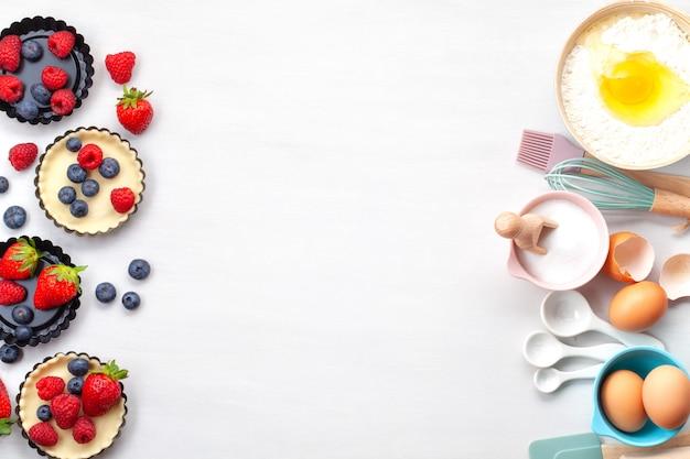 Bakken gebruiksvoorwerpen en koken ingrediënten voor taarten, koekjes, gebak.