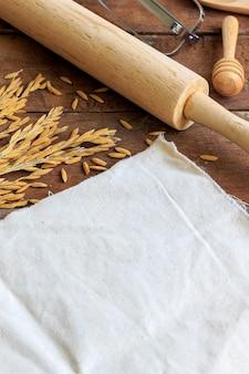Bakkerij ingrediënten op houten tafel