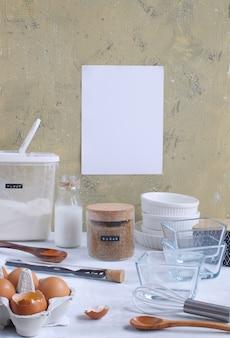 Bakkerij keukengerei en ingrediënten voor het bakken met witboek blad voor recept
