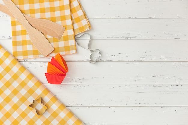 Bakkerijhulpmiddelen. bovenaanzicht van keukengerei. koken spullen flatlay met kopie ruimte.