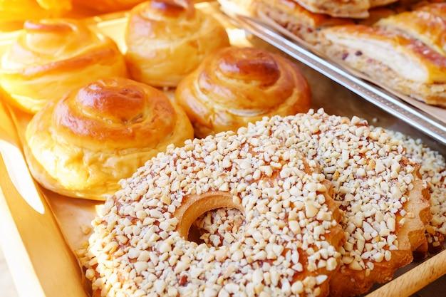 Bakkerijproducten op het aanrecht