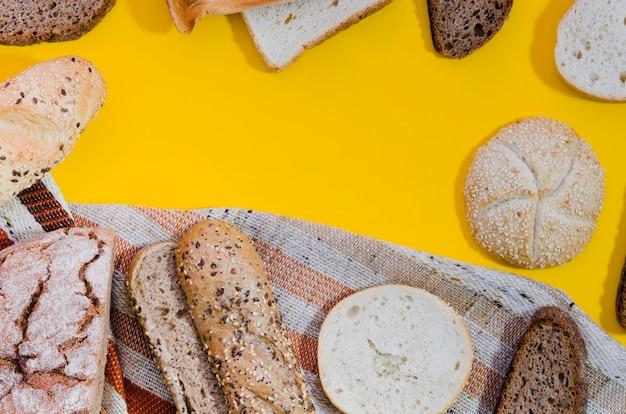 Bakkerijstilleven met met de hand gemaakt brood