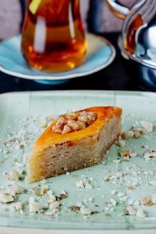 Baklava traditionele zoetheid geserveerd met thee
