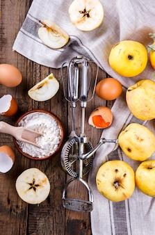 Bakoppervlak. ingrediënten voor het bakken van appeltaart