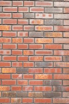 Bakstenen muur gemaakt van natuurlijke baksteen