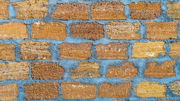 Bakstenen muur van grote schelprots. close-up van shellstone-textuur.