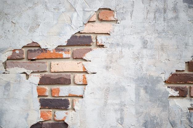Bakstenen muur van rode kleur met cement voor de uitstekende textuur als achtergrond