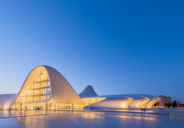 Baku 20 juli: heydar aliyev center op 20 juli 2015 in baku, az