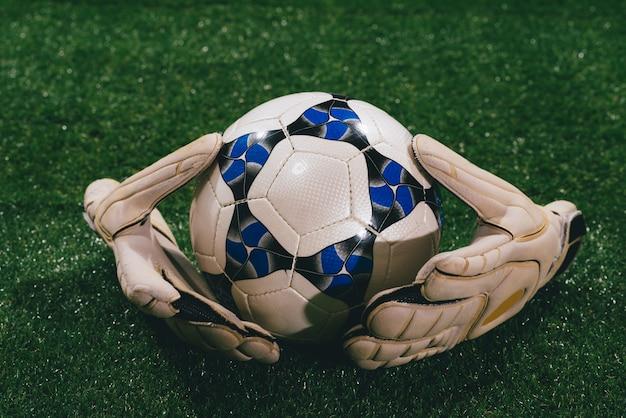 Bal en handschoenen