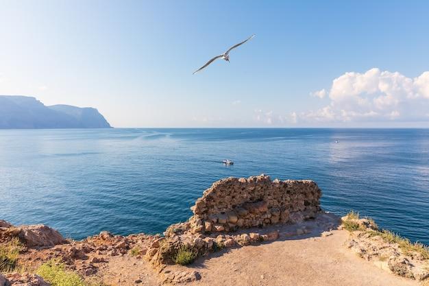 Balaklava bay op de krim, uitzicht op zee vanaf de kaap.