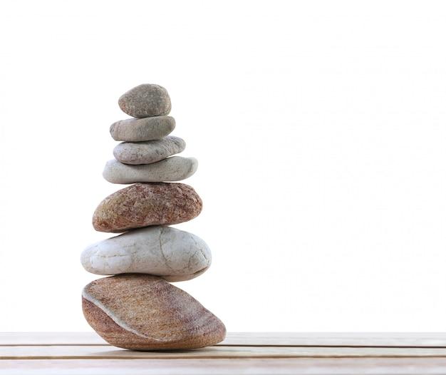 Balansstenen zijn gerangschikt in piramidevorm.