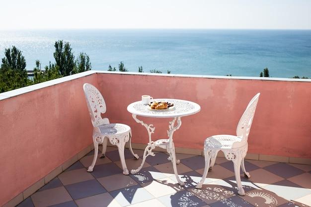 Balkon met prachtig uitzicht op zee
