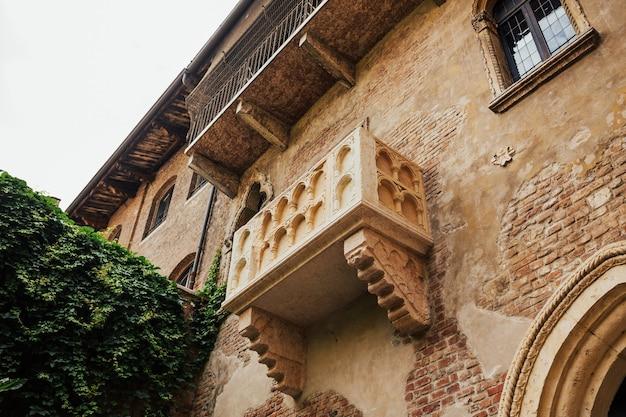Balkon van julia's huis in verona, italië.
