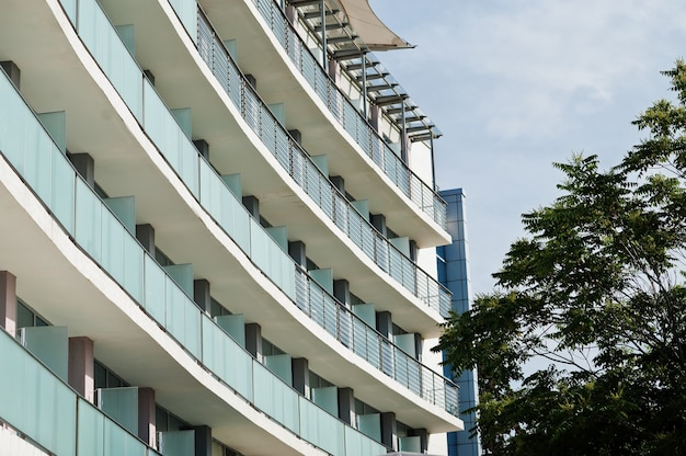 Balkon van resorts in de stad nesebar, bulgarije.