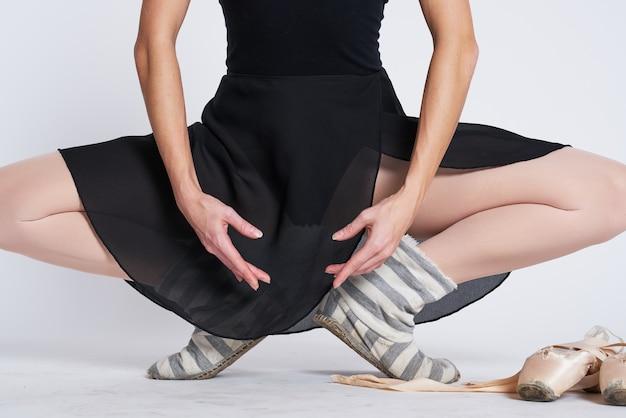 Ballerina benen in gestreepte sokken en spitzen dans licht model