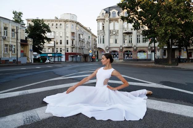 Ballerina op touw op weg