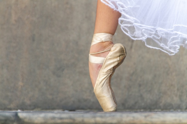Ballerina's voet op zijn tenen tijdens een optreden