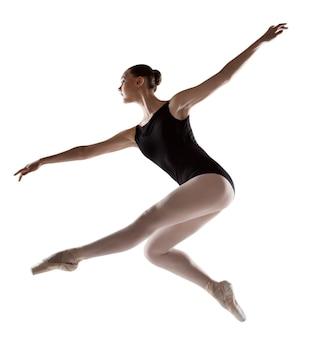 Ballerina springen in een zwart badpak